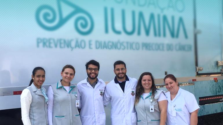 Carreta do Hospital Ilumina inicia avaliação de câncer de boca